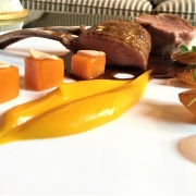 Carrè d'Agnello con gel di Zenzero Rosa, variazioni di zucca, rape Golden e mandorle